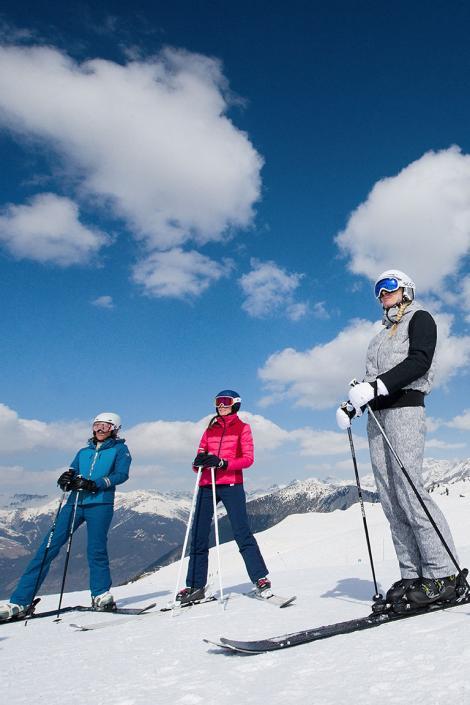 Ski with friends in Courchevel Le Signal